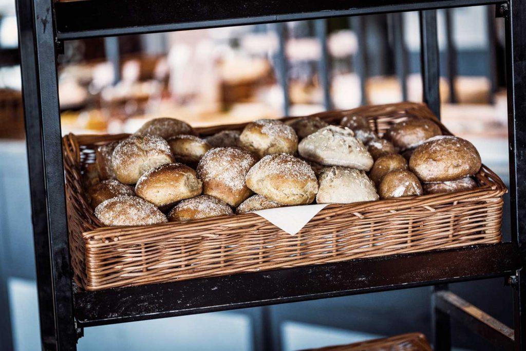 Nybakat bröd på både frukost och brunch på hotell