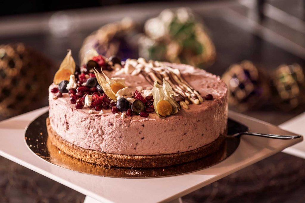 Tårta på buffébordet på hotellet TanumStrand på Västkusten