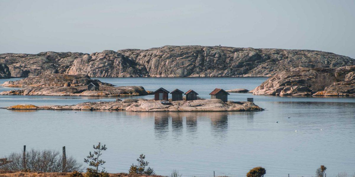 Vacker bild på havet i skärgården i naturnära Grebbestad