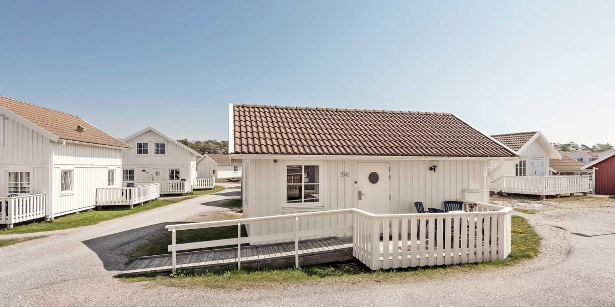En stuga med fyra bäddar belägen i norra byn på Tanumstrand i Grebbestad