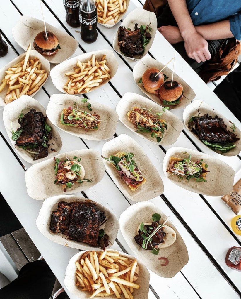 Street Food som serveras via beställning i appen på beach club tanumstrand i grebbestad